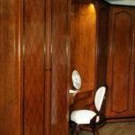 guardaroba-in-legno-realizzato-artigianalmente-e-lucidato-a-gomma-lacca